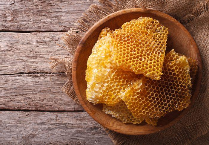 Comment faire des bougies avec de la cire d'abeille vierge?